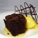 Las recetas de km.0: Pastel de chocolate vegano con sorbete de mango asado